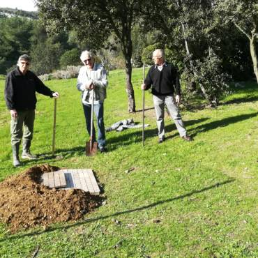 2020-02-08 Préparation du trou pour l'amandier du Théâtre du Centaure Jardin des Utopies