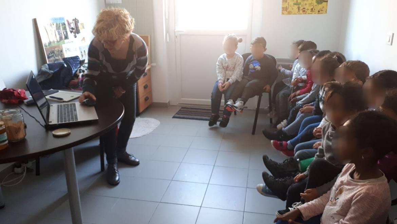 2018-11-08 Visite de la miellerie par la classe de l'école maternelle des Calanques